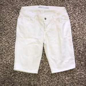 Old Navy Rockstar White Bermuda Short Jeans size 8